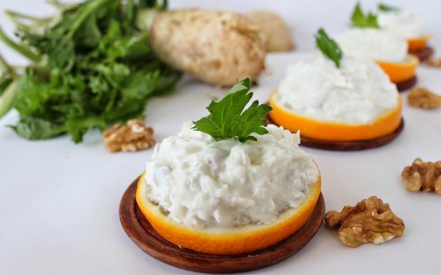 cevizli-kereviz-salatasi-yuksektopuklar
